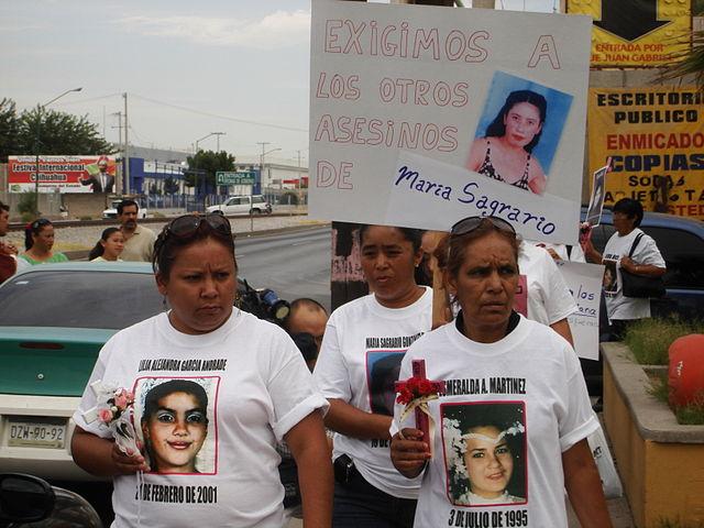 Familiares de mujeres asesinadas protestan contra el femicidio